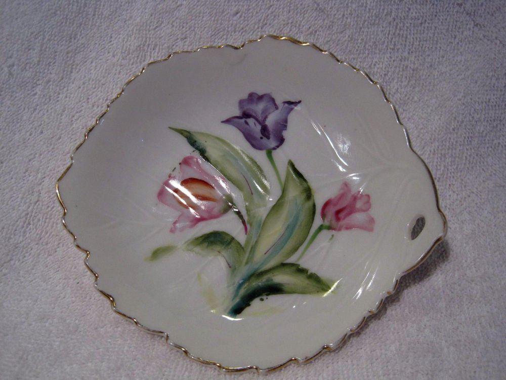 Leaf Shaped Hand Painted Trinket Candy Mint Dish Red/Violet Tulips Japan