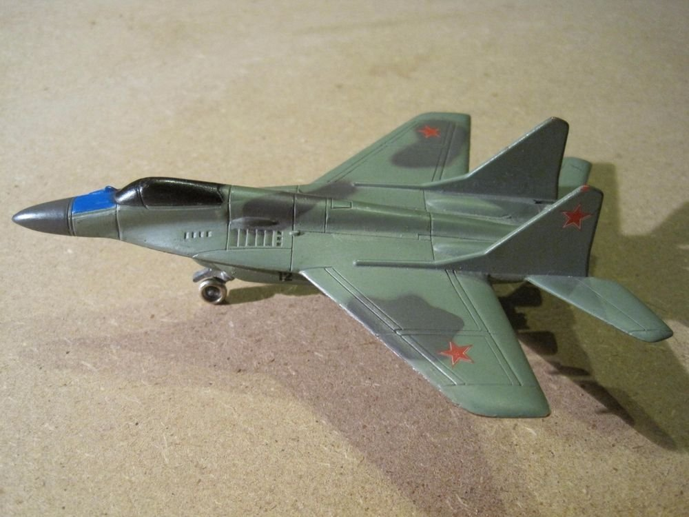 Diecast Maisto Fighter Jet MIG-29 Fulcrum Airplane Russian Military