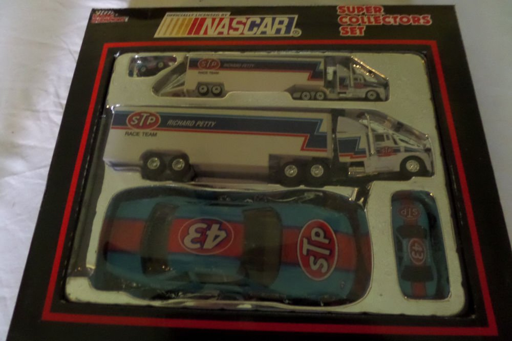 RICHARD PETTY #43 STP 1992 NASCAR RACING CHAMPIONS SUPER COLLECTORS SET
