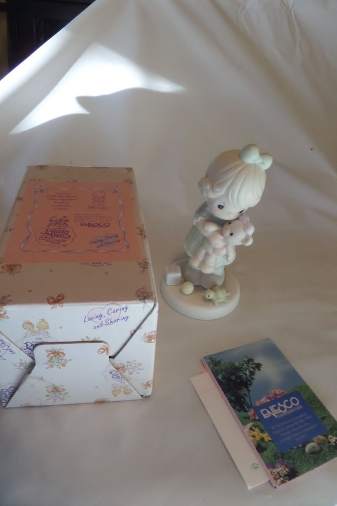 Precious Moments 1993 Members Only Figurine Loving, Caring and Sharing PM932