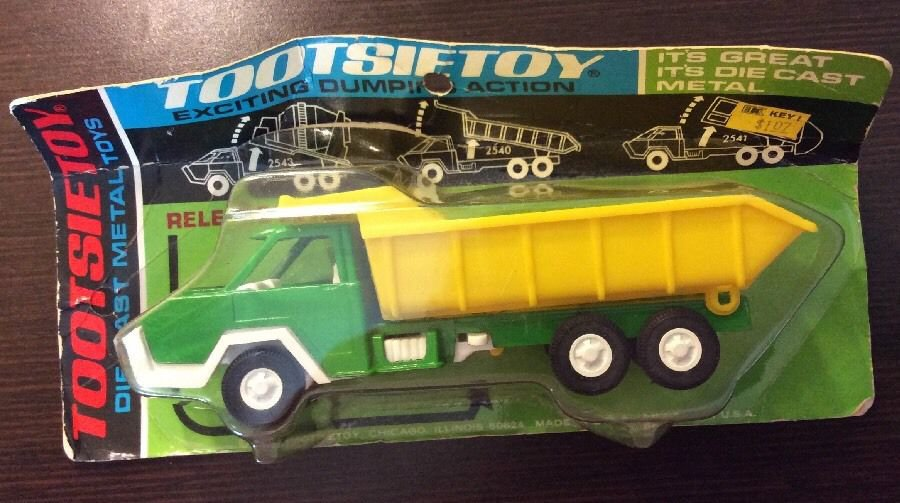 Tootsietoy Dump Truck Green And Yellow Mint On Card 1970 Die-Cast