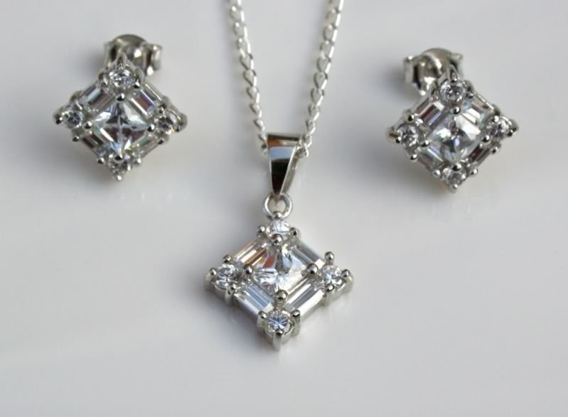 GORGEOUS STERLING SILVER CZ EARRINGS & PENDANT SET