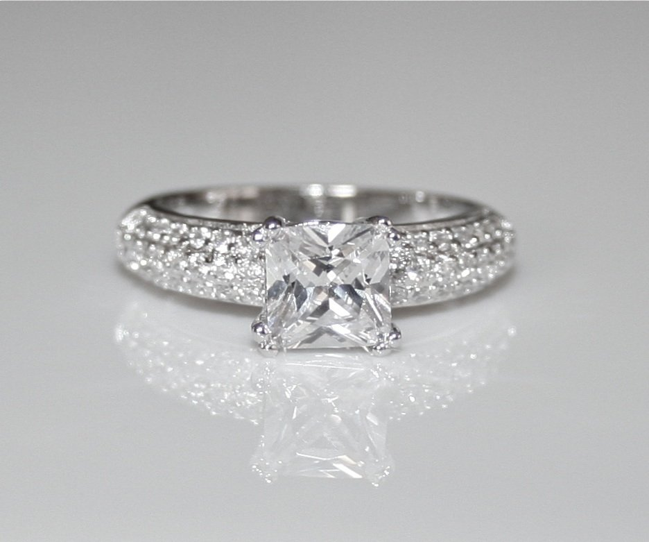 STUNNING STERLING SILVER 7MM 1.6CT PRINCESS CUT CZ SOLITAIRE RING(SIZES J - R)