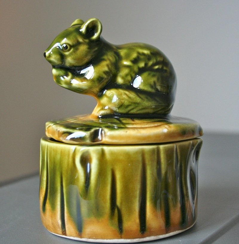 LOVELY CUTE VINTAGE SQUIRREL/ GROUND SQUIRREL / MOUSE TRINKET BOX