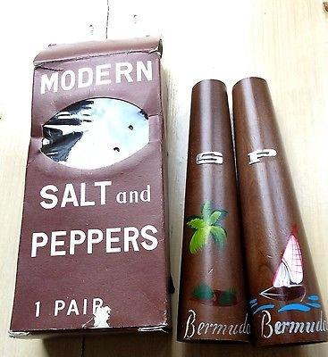 LOVELY RETRO 1960�S MODERN SALT AND PEPPER CRUET SET - BOXED