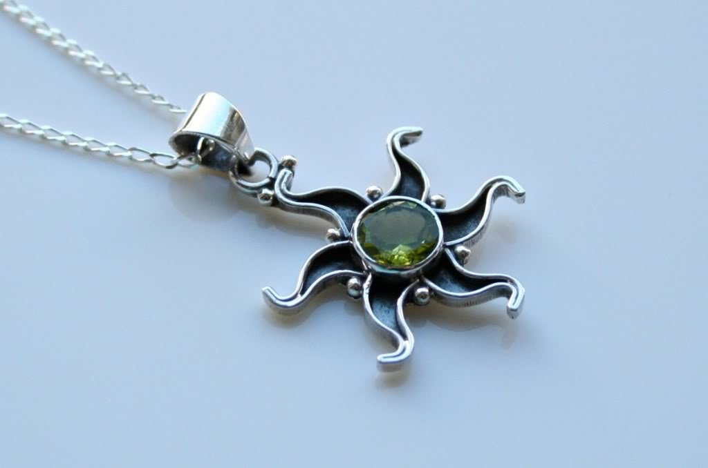 HANDCRAFTED OXIDISED STERLING SILVER FACETED PERIDOT GEMSTONE PENDANT & CHAIN