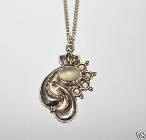 BEAUTIFUL STERLING SILVER MOONSTONE PENDANT