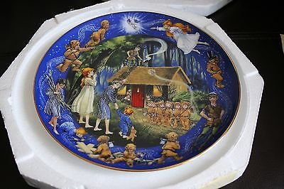 Bradex Disney Collectors Plate Ltd Edition Peter Pan: The Wendy House.