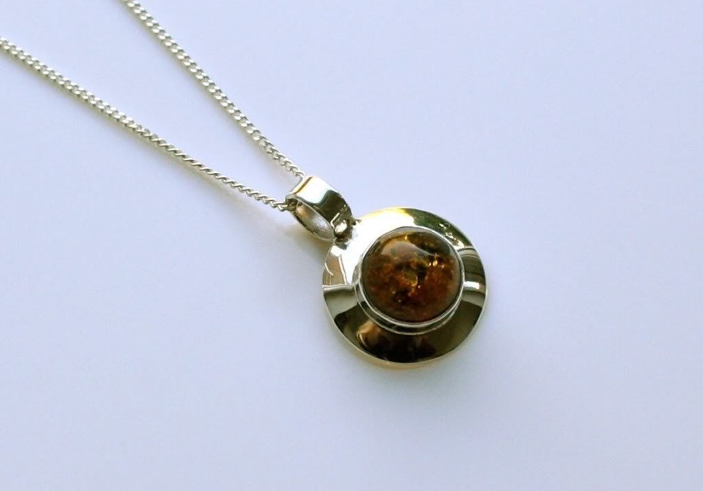 STERLING SILVER CABACHON BALTIC AMBER PENDANT & CHAIN