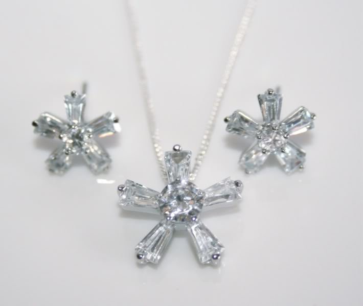 PRETTY STERLING SILVER CZ FLOWER EARRING & PENDANT SET
