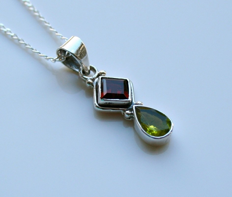 HANDCRAFTED STERLING SILVER FACETED GARNET & PERIDOT GEMSTONE PENDANT & CHAIN