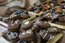 CHOCOLATE ASSORTED GIFT BASKET      1 POUND FRESH