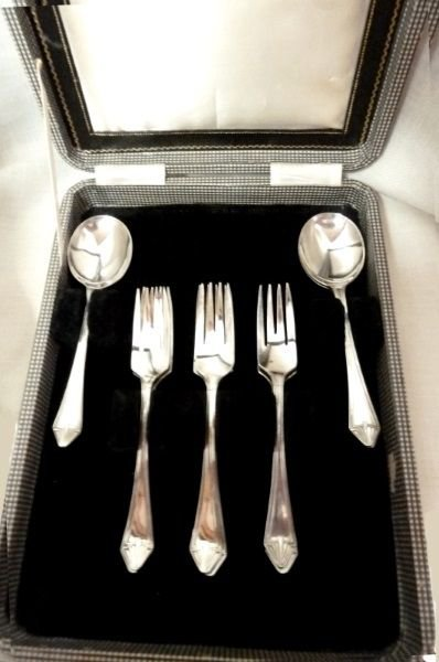 Vintage English 9 Fork Spoon Dessert Silverware Case Sheffield Set Collectible