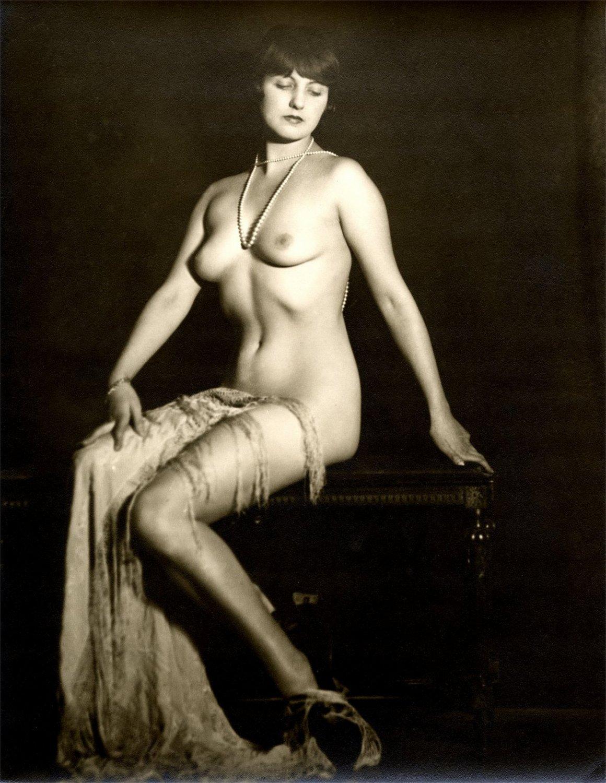 Фотосессия голые в прошлых веках картинки голые девушек форме