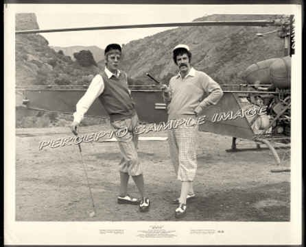 M*A*S*H - Orig '70 Movie Photo! Playing Golf - MASH / ELLIOTT GOULD / DONALD SUTHERLAND
