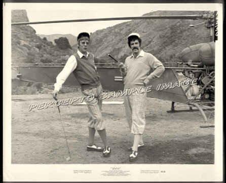 M*A*S*H - Orig '70 Movie Photo! Playing Golf - MASH / ELLIOTT GOULD / DONALD SUTHERLAND