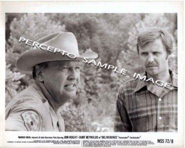 DELIVERANCE ~ Original '72 Action Movie Photo ~ JON VOIGHT and SHERIFF / JOHN BOORMAN