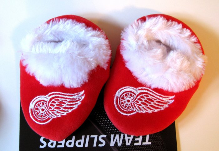 Detroit Red Wings Fuzzy Baby Slippers Booties 12-24 Months