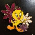 Six Flags Magic Mountain Looney Tunes Tweety Bird with Flowers Magnet New