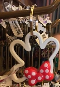 DISNEY PARKS MINNIE MOUSE ICON SHAPE WITH POLKA DOT BOW KEYCHAIN KEYRING NEW