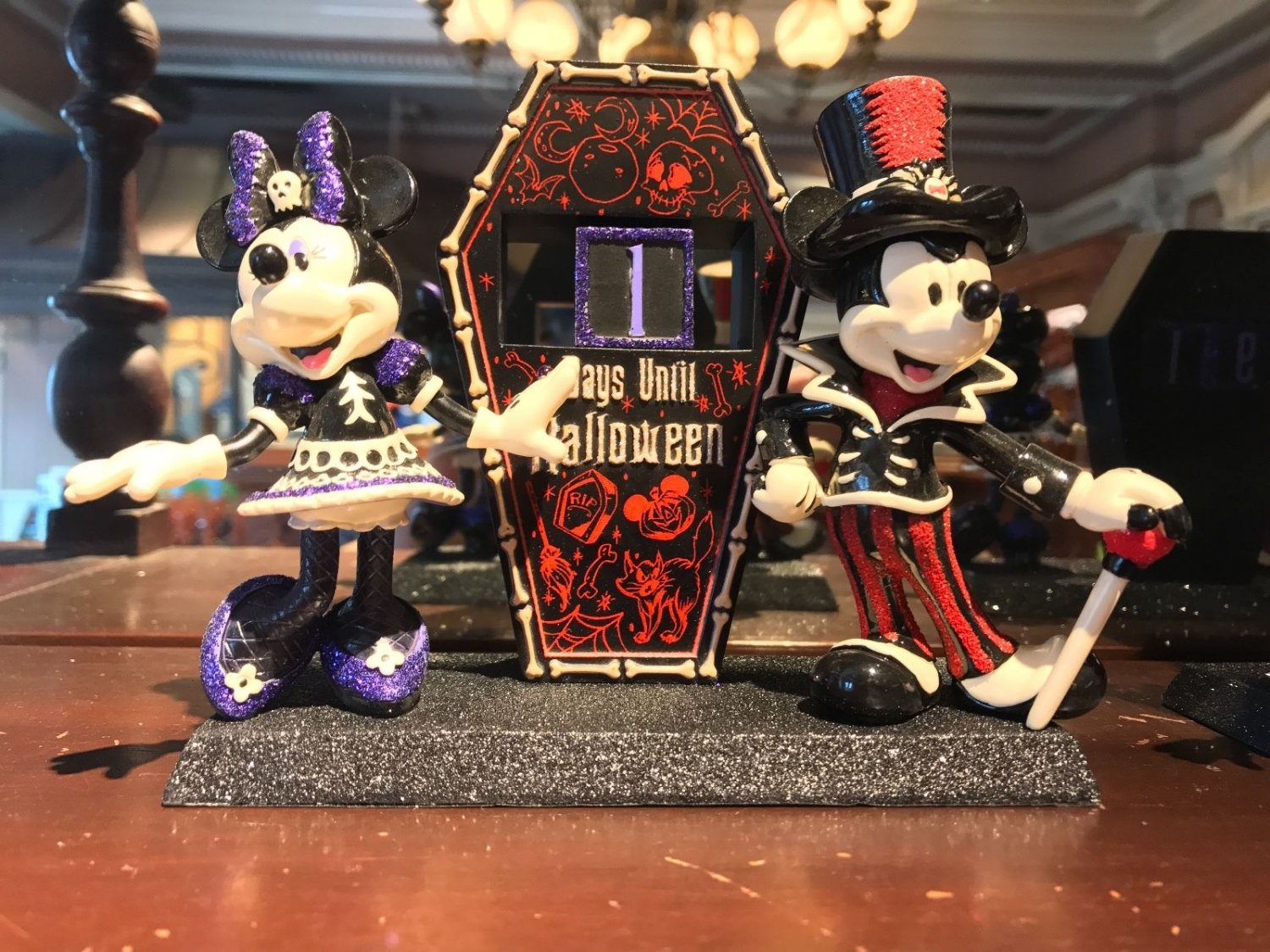 Disney Parks Mickey & Minnie Mouse Days Until Halloween Countdown Figure New