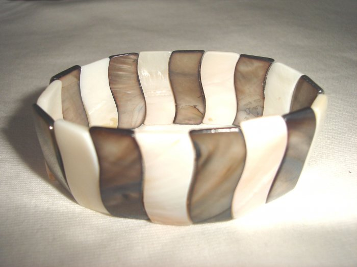 BHX-6033    Natural Shell Bracelet