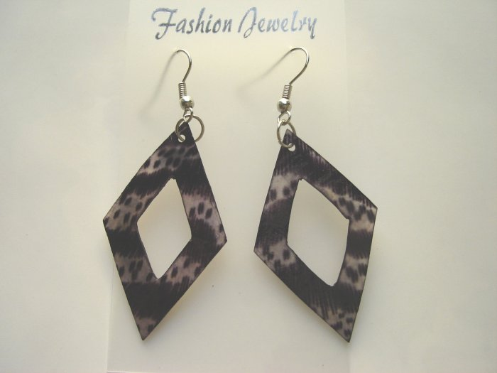 ECL-6005      Natural Shell Earrings