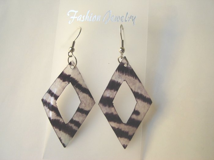 ECL-6009      Natural Shell Earrings