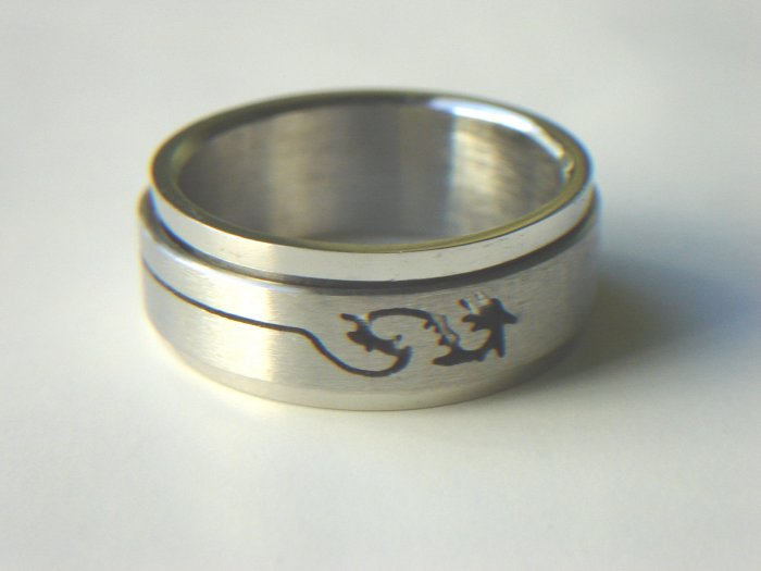 RHD-8063     Stainless Steel Laser Cut Spin Ring