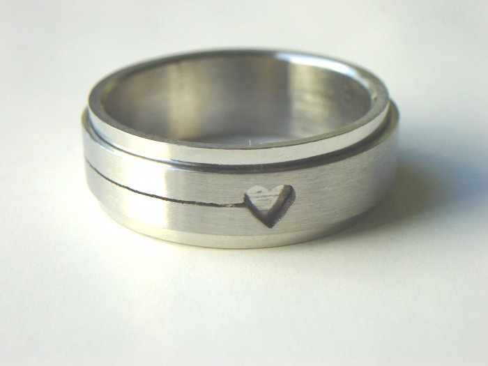 RHD-8024     Stainless Steel Laser Cut Spin Ring