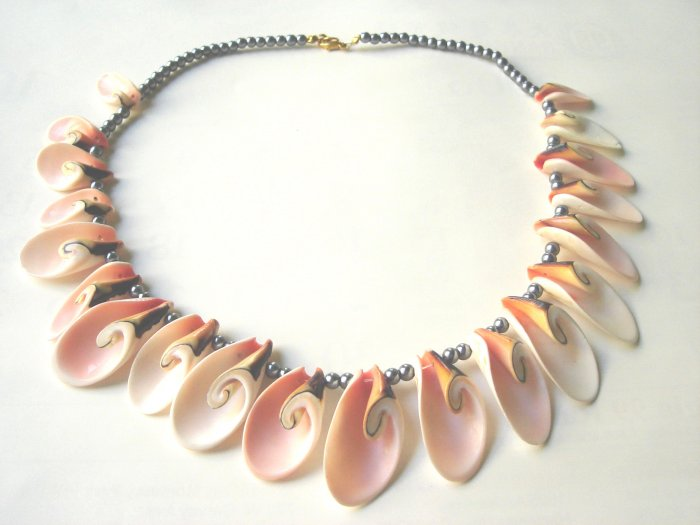 NCL-8001     Natural Shell Necklace