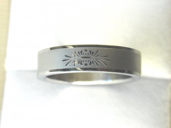 Free shipping--Stainless Steel Flower- Design Wedding Ring