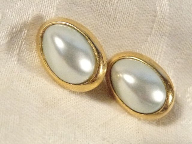 VINTAGE RICHELIEU GOLD PLATED SILVER FAUX PEARL CLIP ON EARRINGS STUNNING SET