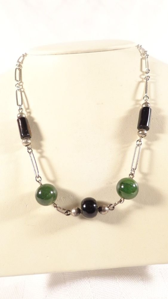 "VINTAGE JADEITE & BLACK GLASS BEAD SILVERPLATE CHAIN NECKLACE LOVELY 15 1/4"" L"