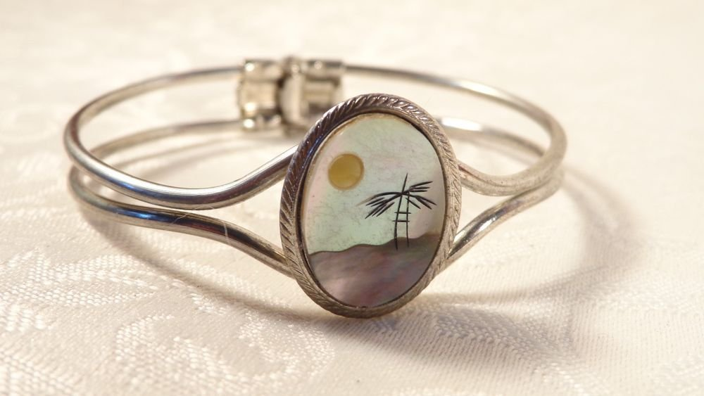 VINTAGE INLAID MOTHER PEARL ABALONE PICTURE BRACELET SILVERPLATE CUFF SUN FLOWER