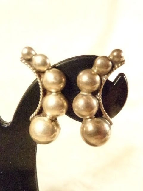 1930s MEXICAN ARTS & CRAFTS STERLING SILVER MODERNIST BEAD SCREW BACK EARRINGS