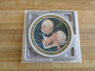 Norman Rockwell GOLDEN CHRISTMAS Collector's Plate -Christmas First Edition 1976