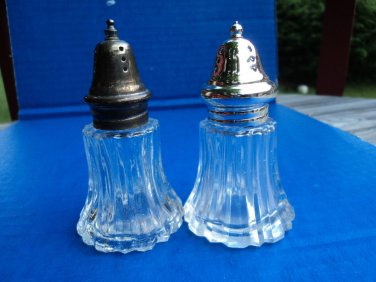 VINTAGE BLOWN CLEAR GLASS SALT AND PEPPER SHAKERS SILVER METAL TOPS BUBBLES