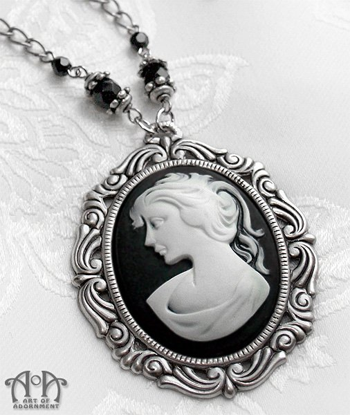 Gothic Lolita Victorian Cameo Pendant Necklace Antique Silver Black White D10