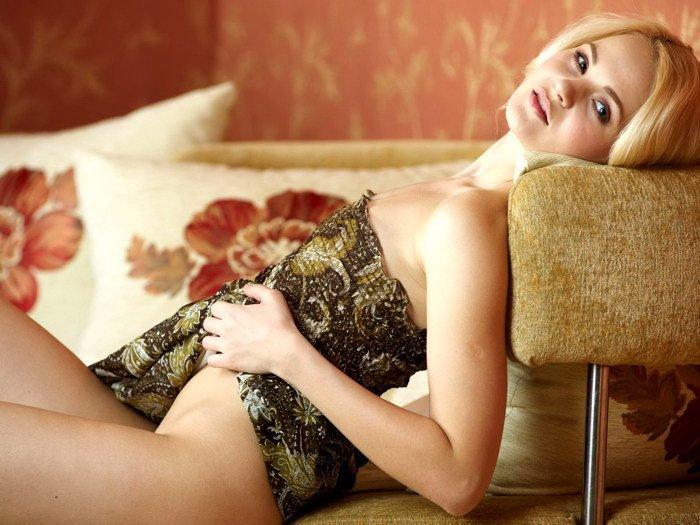 seks-s-blondinkoy-s-nulevim-razmerom-grudi