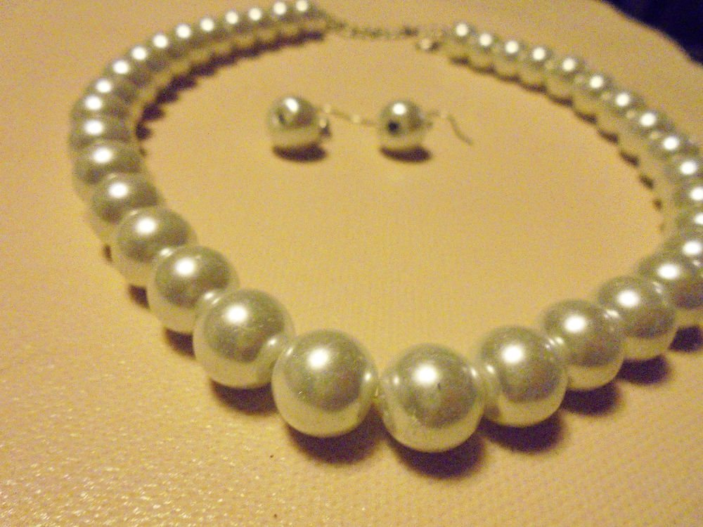"LARGE WHITE 12MM BEADED PEARL NECKLACE WITH MATCHING EARRINGS-16"" & HAS EXTENDER"