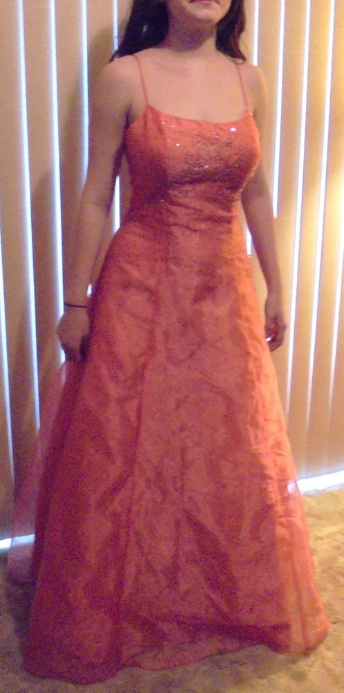 BEAUTIFUL CORAL LADIES/TEENS PROM DRESS/PAGEANT DRESS...SIZE 5 BY LINDA BERRELL