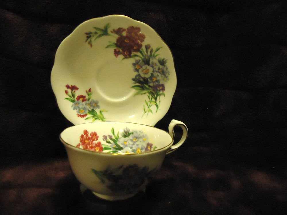 """VINTAGE ROYAL STANDARD """"PRINCESS LOUISE"""" FINE BONE CHINA CUP & SAUCER WITH STAND"""
