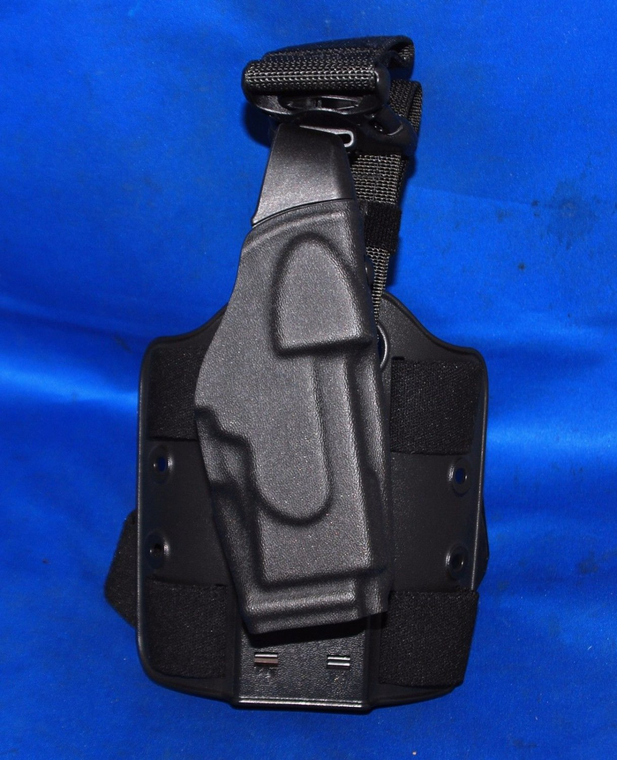 SAFARILAND X26 TASER HOLSTER WITH LEG HARNESS NEW IN PACKAGE BLACK PLAIN
