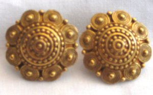 Vintage Gold Tone Clip Earrings, VJ10