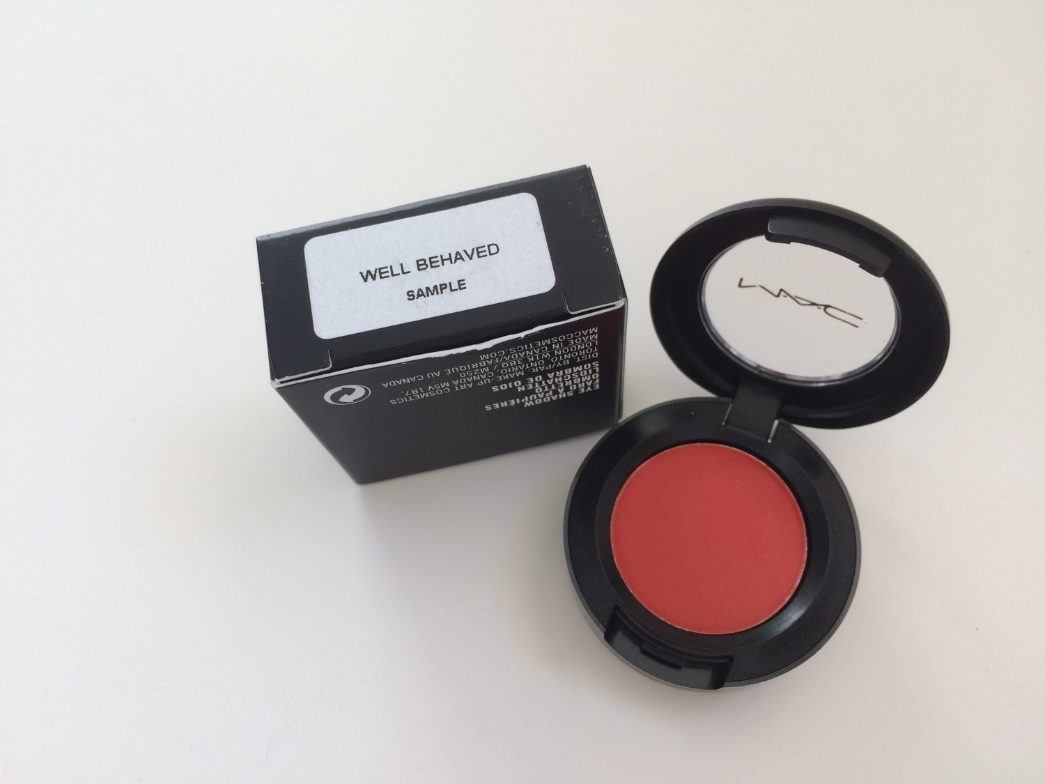 MAC Macnificent Me Eye Shadow - Well Behaved  -  Free USA Shipping