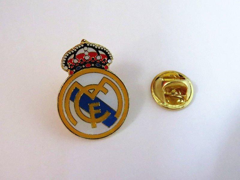 REAL MADRID  FOOTBALL PIN BROOCH BADGE SOUVENIR EMBLEM