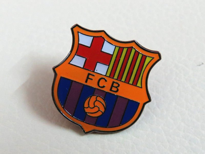 BARCELONA  FOOTBALL PIN BROOCH BADGE SOUVENIR EMBLEM