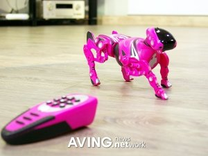 """""""futuristic replica of a real pup.""""Robot Dogs Robo Pet Wow Wee"""