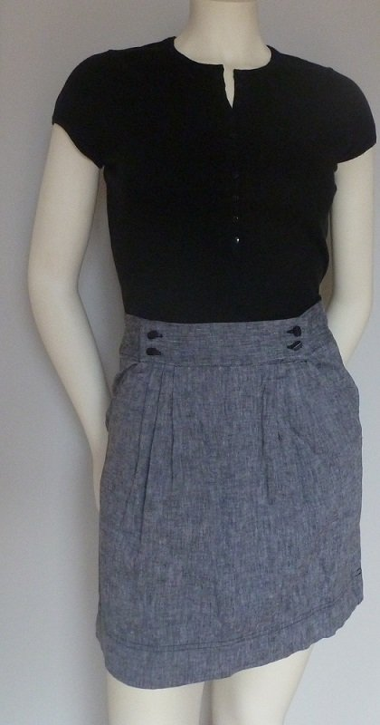 BG BCBGeneration Gray Skirt Black lining Pleated Front Size 6 Front Pockets Light Gray High Waist